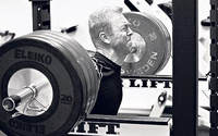 Chris Hoy squatting